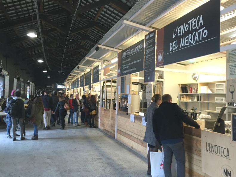 Mercato Metropolitano in the Navigli area in Milan | Traveling to Italy? Here is a handy list of places to eat in the main cities in Italy by insiders | BrowsingItaly.com