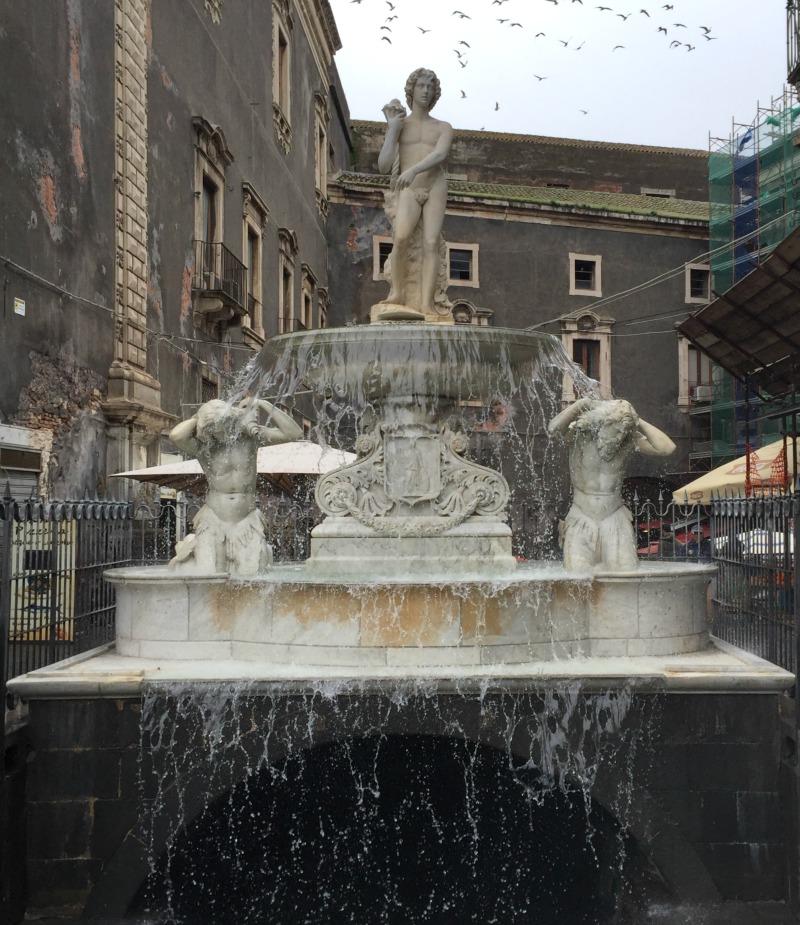 Fontana dell'Amenano, Catania, Sicily   BrowsingItaly.com