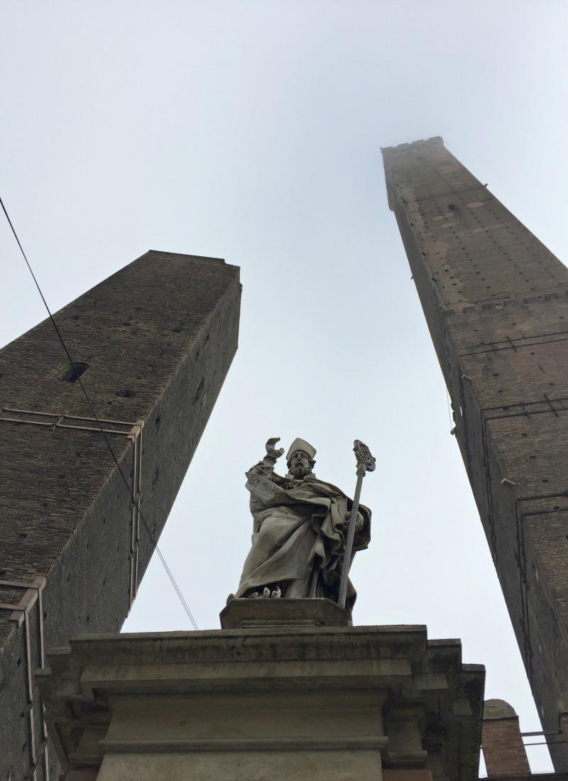 torre degli Asinelli e Torre degli Garisenda in Bologna | Crazy day trips from Rome | BrowsingItaly.com