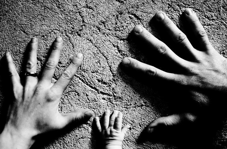 Hands of Flavia, Francesco and their little one | San Gimignano, Tuscany | BrowsingItaly.com