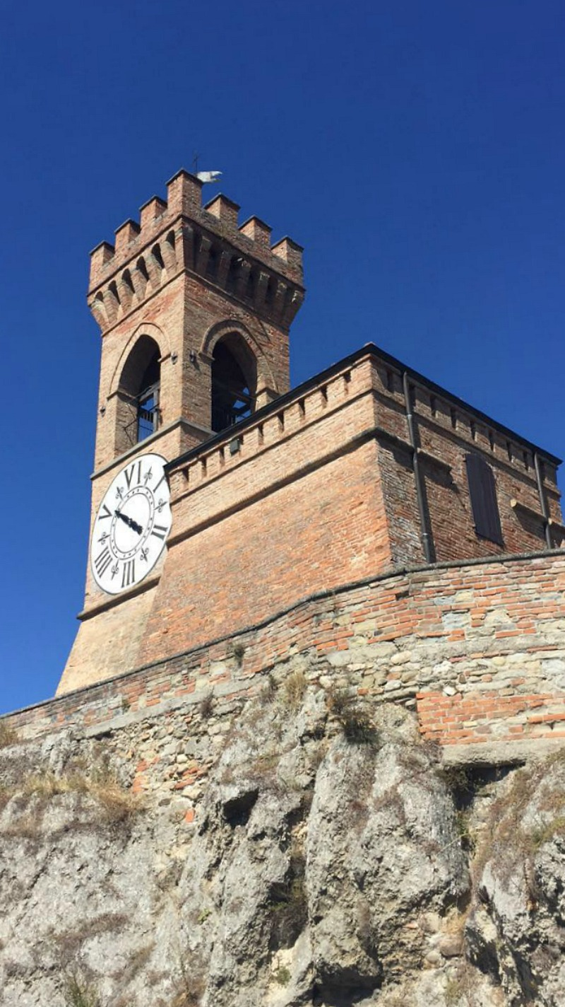 Clock tower in Brisighella, Emilia-Romagna | BrowsingItaly.com