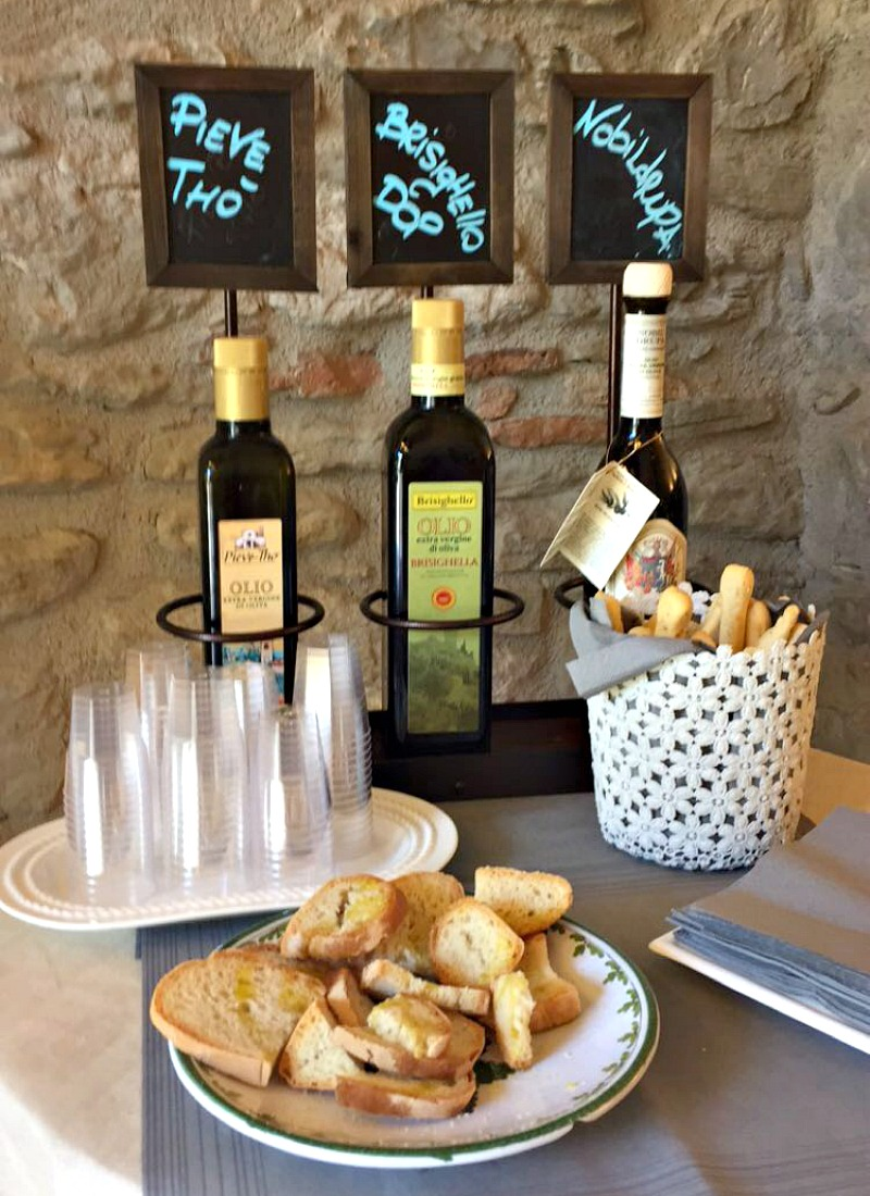 Olive oil tasting in Brisighella | BrowsingItaly.com