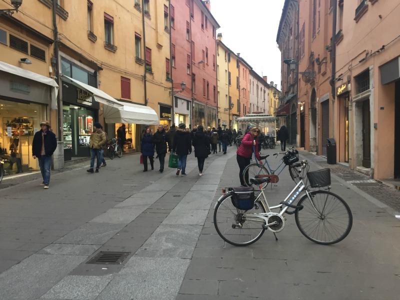 Via Mazzini in Ferrara | BrowsingItaly.com