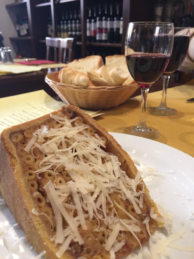 Pasticcio di maccheroni, a typical dish in Ferrara | BrowsingItaly.com