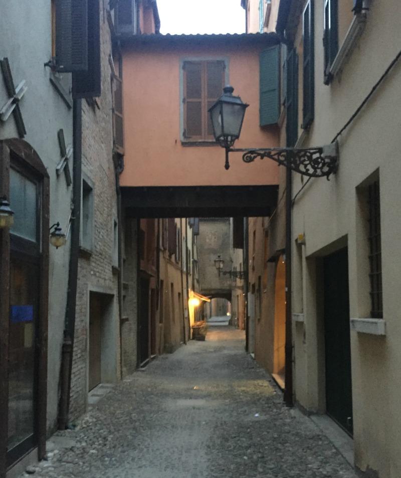 Via delle Volte in Ferrara | BrowsingItaly.com