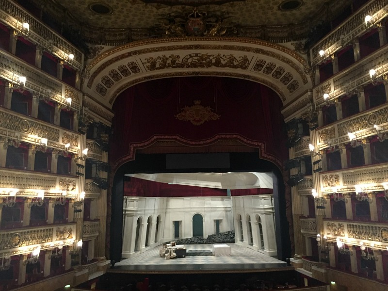 Teatro San Carlo in Naples, Italy | BrowsingItaly.com